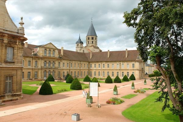 burgundy secret wine tour